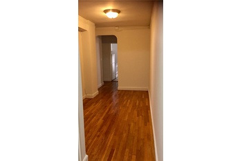 Convertible 2 Bed Off Of 5th AvenueWindowed Kitchen, Lots Of Closets Plus A  Windowed Bathroom.